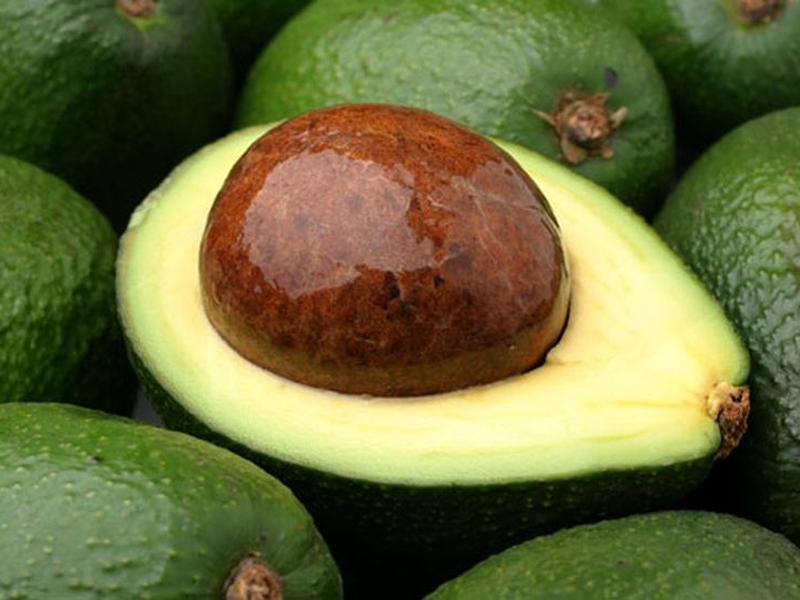 Почему не стоит выбрасывать косточку от авокадо?